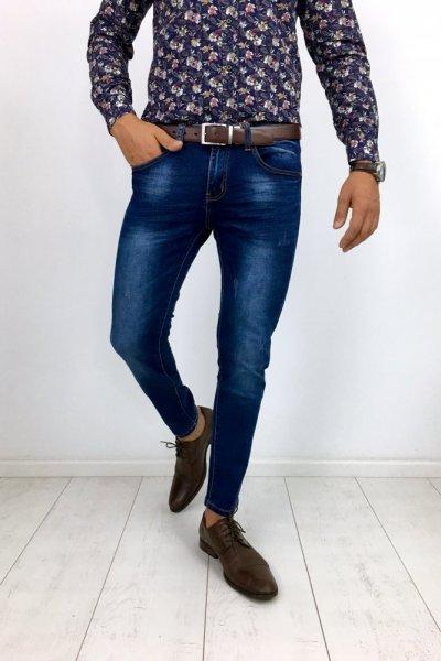Spodnie jeans z delikatnymi przetarciami KX251