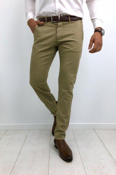 Spodnie męskie materiałowe gładkie piaskowe H01