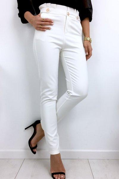 Spodnie cygaretki ze złotymi guzikami - złamana biel